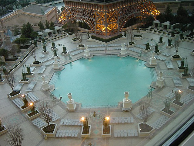File swimming pool paris las wikipedia - Las vegas swimming pools ...