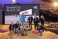 Team der TU Chemnitz mit den beiden Rovern und der Flugdrohne (10866489805).jpg