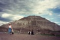 Teotihuacan - The Pyramid of the Sun, 1993.jpg