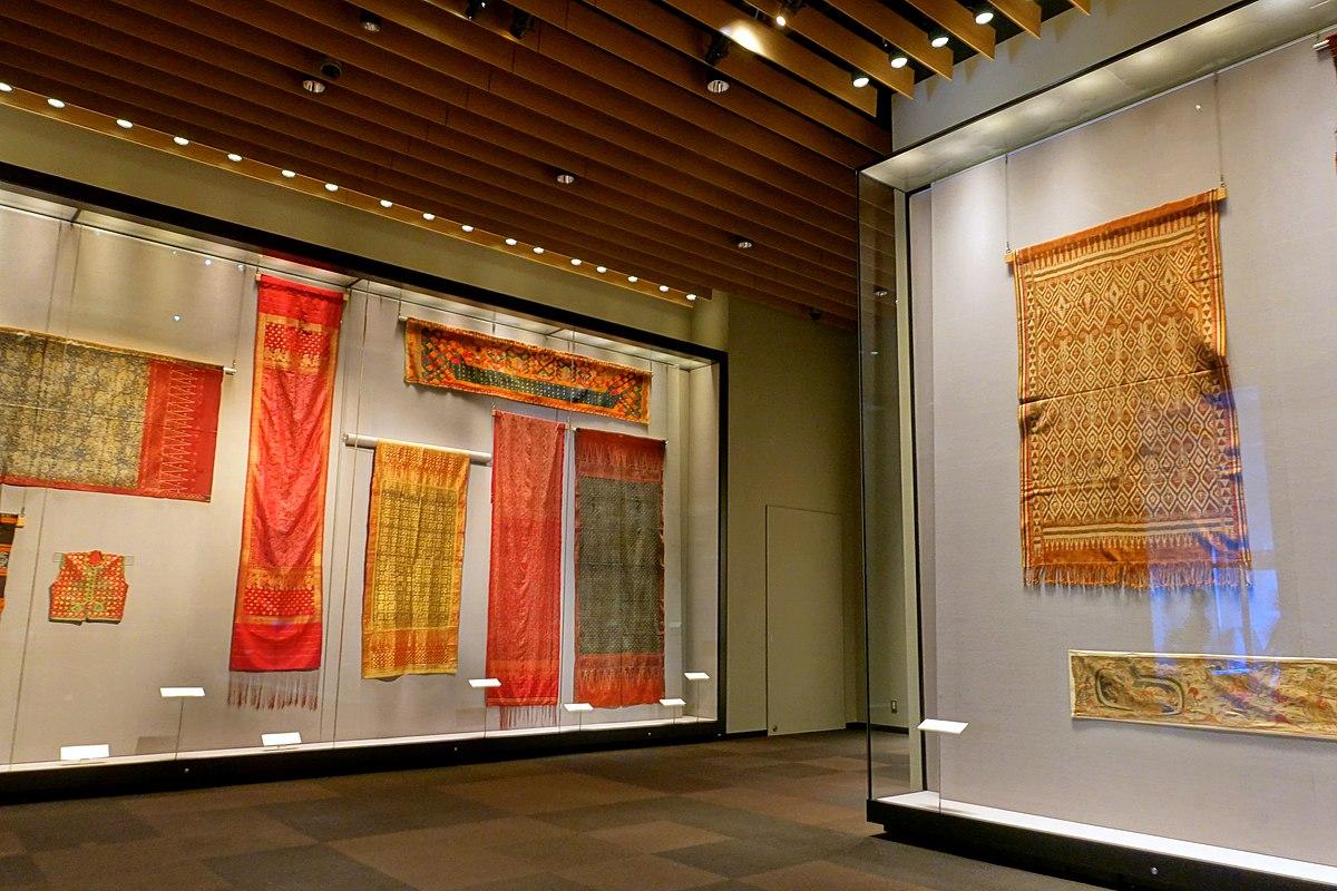 Textile exhibits - Tokyo National Museum - Tokyo, Japan - DSC08829.jpg