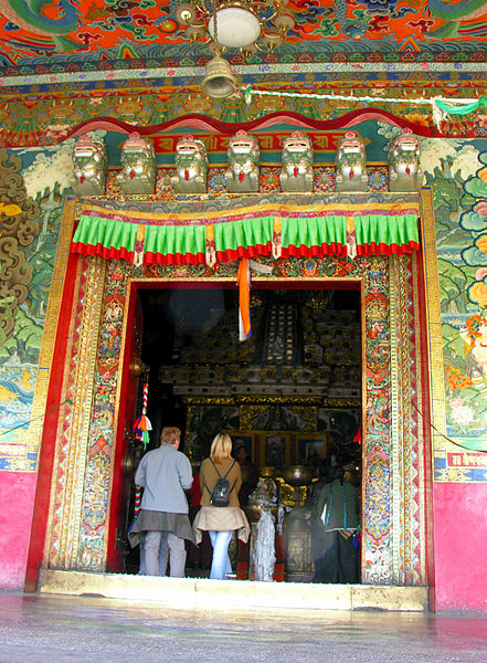 File:The tomb of the Tenth Panchen Lama - Flickr - archer10 (Dennis).jpg