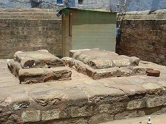Razia Sultana - Image: Tomb of Razia Sultana 001