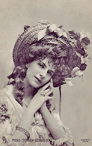 Topsy Sinden - Topsy Sinden in costume for A Country Girl, 1902