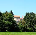 Tour de l'évêque avec amphithéâtre et Musée romain à Avenches.jpg