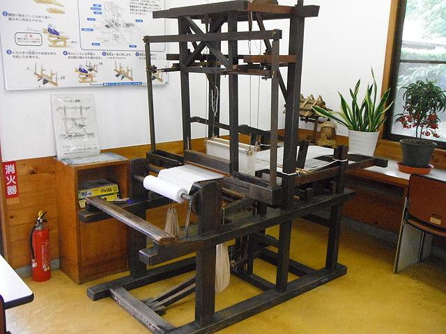 豊田式木製人力織機(静岡県湖西市・豊田佐吉記念館)Wikipediaより
