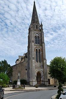 Léglise Saint,Pierre et monument aux morts