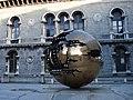 Trinity College Kunstwerk Dublin Ireland.JPG