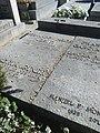 Tumbas de Fernando de los Ríos y familia, cementerio civil de Madrid.jpg