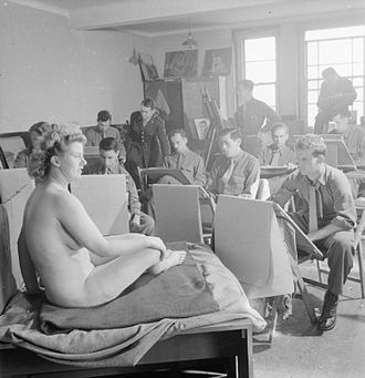 Shrivenham - Students take part in a life drawing class at the US Army University, Shrivenham in 1945.