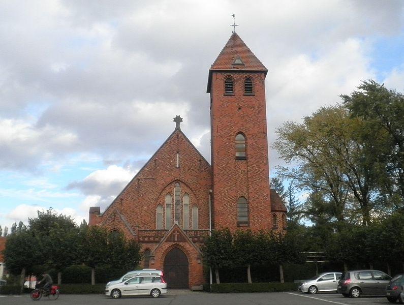 Uccle, église Saint-Joseph, parvis Chantecler.