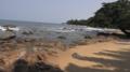 Une vue de la plage de Kribi sans grande fréquentation à cause du Covid 19, le 13 mai 2020.png
