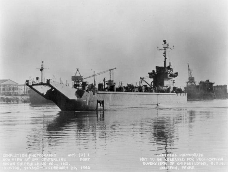 USS Gypsy (ARS(D)-1), lead ship of the Gypsy class, underway at Houston, TX, in 1946.