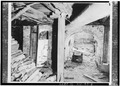 VIEW IN BASEMENT, SHOWING STRUCTURAL ARCH SUPPORT - Weeks House, Greenland, Rockingham County, NH HABS NH,8-GRELA,1-6.tif