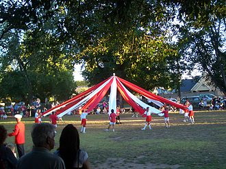 Sale, Victoria - Schoolchildren perform maypole dance