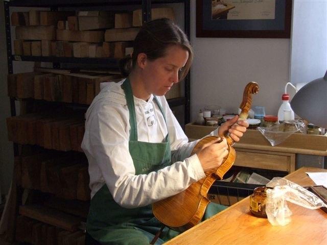 Varnishing a violin