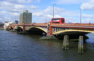 Vauxhall Bridge - Image: Vauxhall Bridge London geograph.org.uk 1752640