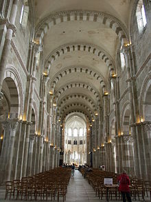 Vezelay-Basilique-Nef.JPG