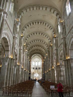 Vezelay-Basilique-Nef