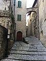Vicolo BasilicaSpoleto 03.jpg