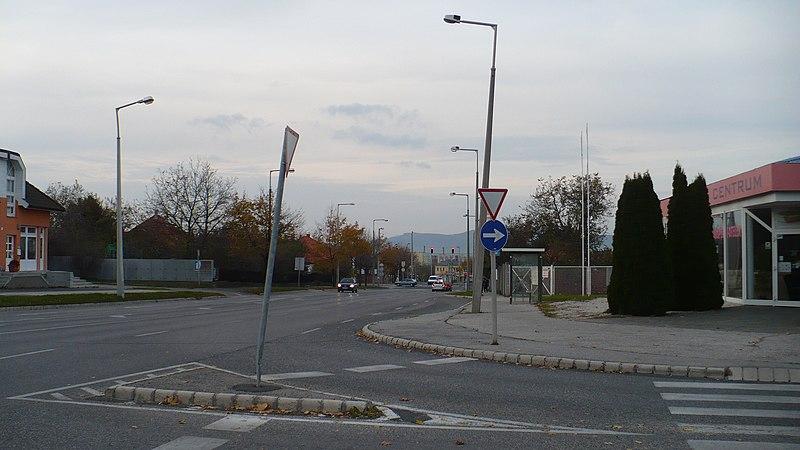 File:Vilonyai u. és Cholnoky Jenő u. kereszteződés. háttérben Haszkovó - panoramio.jpg