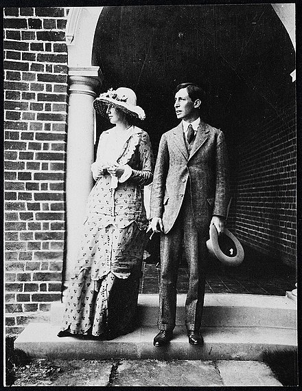Virginia and Leonard Woolf, 1912 Virginia and Leonard Woolf, 1912.jpg