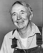 Black an white publicity photo o Walter Brennan promotin the televeesion series The Real McCoys in 1958.