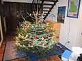 Weihnachtsbaum 2011 mit Kugeln.jpg
