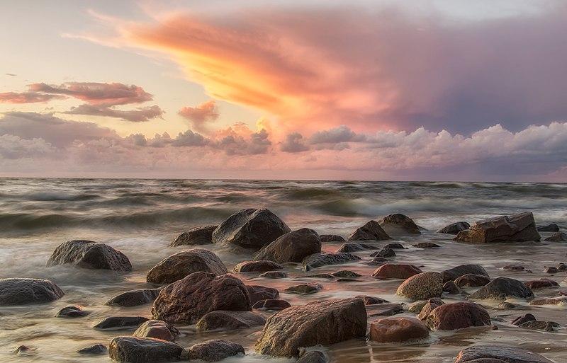 File:Wolin. Zachód słońca nad Bałtykiem.jpg