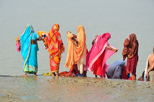 Women Changing Sarees - Ram Chandra Goenka Zenana Bathing Ghat - Kolkata 2012-10-15 0774