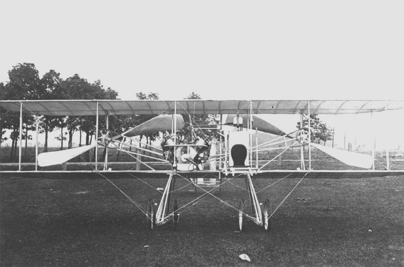 File:Wright -Baby Grand- front view on ground, Simms Station near Dayton, Ohio, 1910 (10492 A.S.).jpg