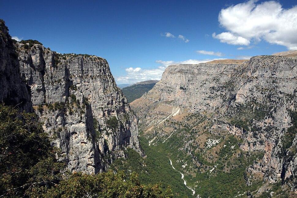 Zagori Vikos gorge Oxia towards Vikos