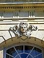 Épinay-Champlâtreux (95), château de Champlâtreux, façade principale ouest, pavillon nord, tête sculptée au rdc.jpg