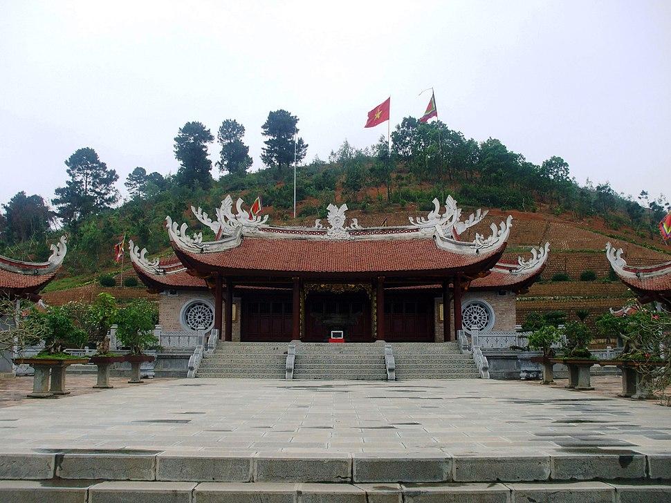 Đền thờ chính thờ Lạc Long Quân
