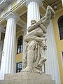 Геракл и Антей(статуя у Горного института)01.jpg