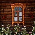 Окна деревяного строения на территории Троицкого монастыря (Муром).jpg