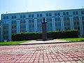 Пам'ятник А.С.Макаренку, СумДПУ 1.JPG