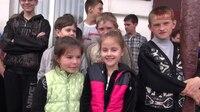 File:СВ-ДНР-605. Доставка гуманитарной помощи в макеевскую школу №17.webm