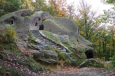 Скельний монастир Розгірче.jpg