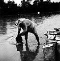 ערבי ממלא מים בפחים 1935 - iדר דוד עופרi btm412.jpeg