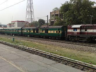 Delhi Sarai Rohilla railway station - 12215 Delhi Sarai Rohilla Bandra Terminus Garib Rath Express at platform 1