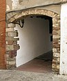 125 Entrada al c. Arc de l'Església (Olesa).jpg