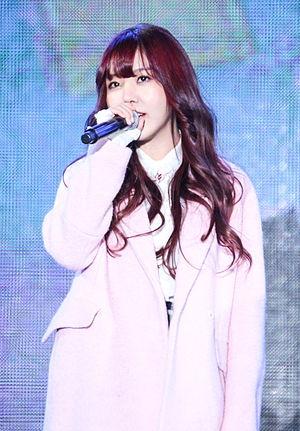 Raina (singer) - Image: 141211 레이나 더쇼 in 코엑스 야외무대 (2)