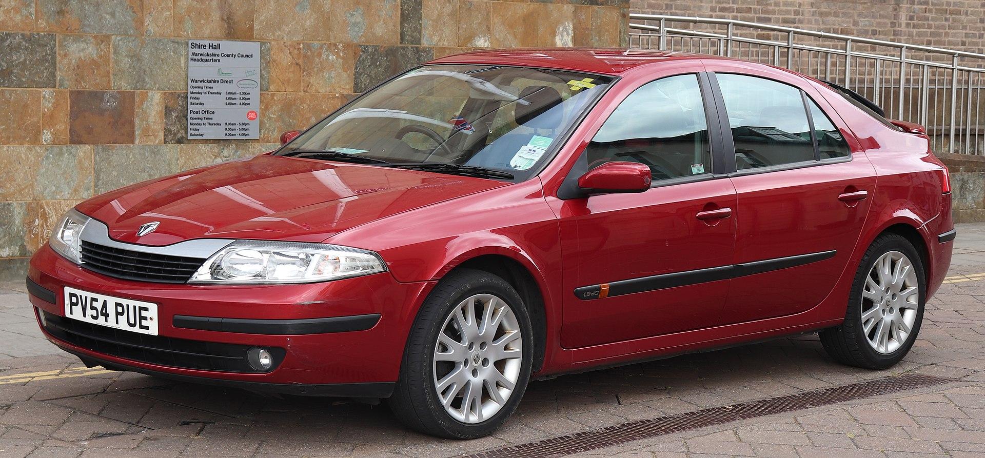 2005 Renault Laguna Dynamique DCi 120 1.9 Front.jpg
