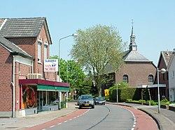 2008-05-09 Suderwick Hellweg Blick auf Michaelskirche.JPG