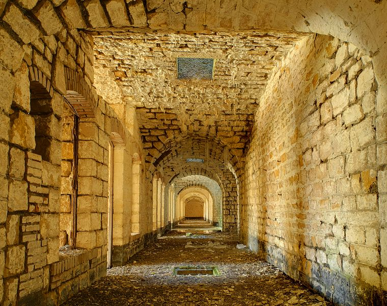 Fort du Lomont: hallway behind the barracks on the first floor of the reduit (HDR).
