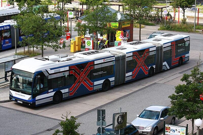 800px-2012-08-08_Doppelgelenkbus_Hamburg