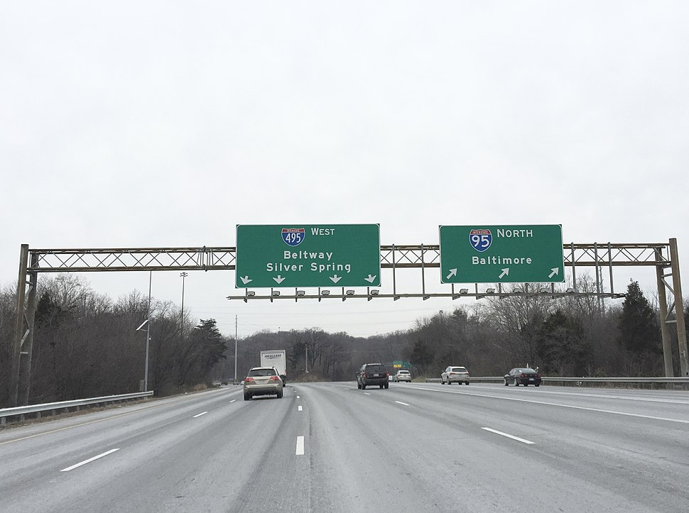 2016-01-22 09 40 36 View north along the outer loop of the Capital Beltway at the split between Interstate 95 North towards Baltimore and Interstate 495 West towards Silver Spring in Beltsville, Prince Georges County, Maryland