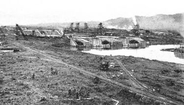 250a-General view of Gatun Locks.jpg