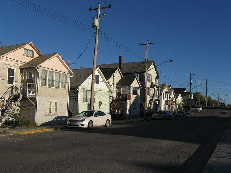 File:A typical street in Flin Flon.JPG
