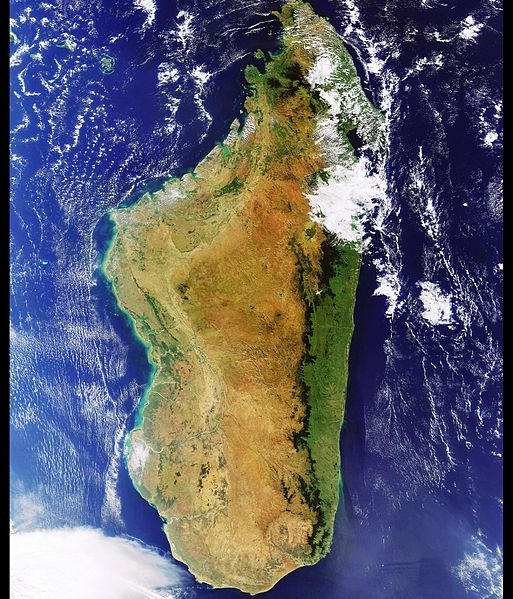 Файл:A virtually cloudless image of Madagascar ESA230211.jpg